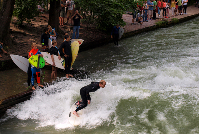 Munich surf English Garden